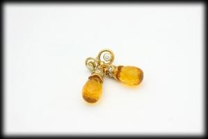18 karaat gouden oorhangers met vuuropaal en 0.34 karaat briljant