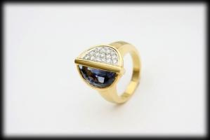 18 karaat gouden ring 0.41 karaat briljant en 35 karaat ceylon saffier
