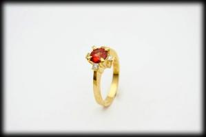 18 karaat gouden ring met 0.25 karaat prinses geslepen diamant en 1 karaat rode saffier